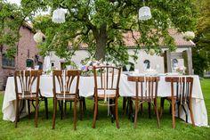 #decoration #diner #table #rustic #rustiek #bruiloft #wedding | Styled shoot: rustieke bruiloft op de boerderij | ThePerfectWedding.nl | Fotografie: Flaire Fotografie