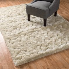 Experience love at first step. The Plush shag offers tremendous comfort with a thick 1.5-inch pile.