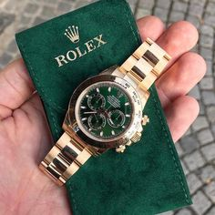 Rolex Daytona Green Dial How much would you pay for this amazing piece? Rolex Watches For Men, Luxury Watches For Men, Men's Watches, Cool Watches, Trendy Watches, Rolex Cosmograph Daytona, Rolex Daytona, Dream Watches, Hand Watch