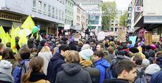 Aşırı ırkçı AfD'liler Köln'de protesto edildi