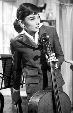 Audrey Hepburn-Ariane -De Pinterest