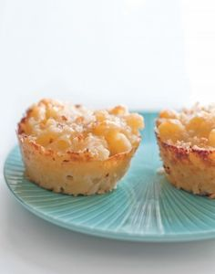 Macaroni and cheese muffins- these look so good!  Can't wait to try these with the kids!