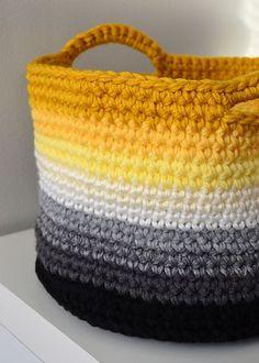 beautiful crochet basket includes pattern--again I need to learn to crochet! Crochet Diy, Beau Crochet, Crochet Gratis, Crochet Home, Learn To Crochet, Crochet Storage, Crochet Ideas, Ravelry Crochet, Simple Crochet