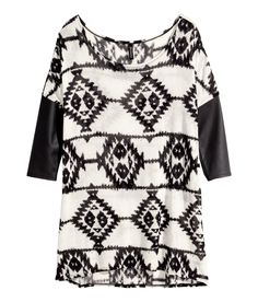 Black & white fine-knit sweater with geometric pattern & 3/4-length contrasting sleeves.│ H&M Divided