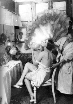 annikasvintageemporium:  Danseuse, Schauspielhaus, Berlin, 1925. Photo by Zander  Labisch.