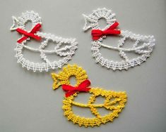 Billedresultat for paličkované velikonoce Types Of Lace, Bobbin Lace Patterns, Easter Projects, Lace Heart, Lace Jewelry, Irish Lace, Hobbies And Crafts, Lace Detail, Easter Eggs