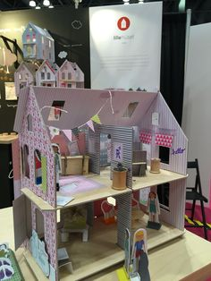 Lille huset make and play paper dollhouse