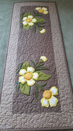 Patchwork Table Runner, Table Runner And Placemats, Table Runner Pattern, Quilted Table Runners, Wool Applique Quilts, Quilting Designs, Embroidery Designs, Quilt Kits, Mug Rugs
