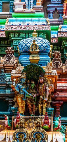 Hermoso Detalle del templo hindú de Meenakshi en Madurai, Tamil Nadu, sur de la India                                                                                                                                                                                 Más