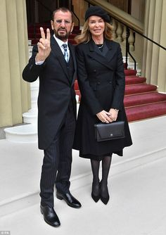 [BBC News, March Ringo receiving his knighthood from Prince William at Buckingham Palace yesterday, March The top photo is a little excerpt from All About the Beatles by Edward de Blasio, published in Very foony. Foto Beatles, Beatles Photos, The Beatles, Ringo Starr, Music Icon, My Music, Richard Starkey, Greatest Rock Bands, British Invasion