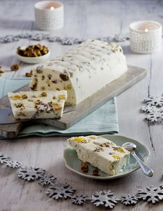 Nougat glacé day of Advent: here is my iced nougat recipe, a perfect dessert for a Christmas meal and easy to make. Parfait Desserts, Köstliche Desserts, Frozen Desserts, Nutella Fudge, Sweet Recipes, Cake Recipes, Dessert Recipes, Nougat Torte, Finger Food Desserts