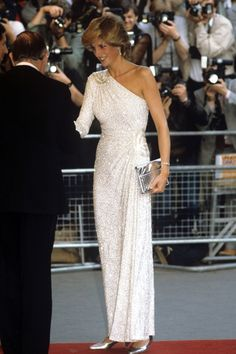 JUNE 1983 – Princess Diana attended the UK premiere of James Bond film Octopussy, which took place at Odeon Leicester Square, in the company of her husband, Prince Charles. For the glitzy occasion, the Princess wore a white asymmetric gown covered in silver bugle beads, teamed with a silver clutch bag and matching silver shoes.