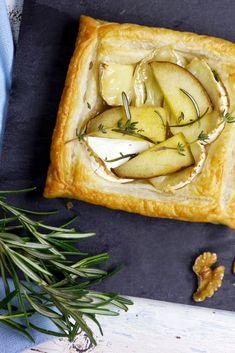Ziegenkäse-Blätterteig-Tartelettes mit Birnen, Walnüssen und Rosmarin