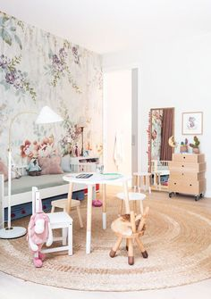 Girl room decor tips The ideal preparation for almost any interior decorating project is de-cluttering. Baby Decor, Kids Decor, Crib Wall, Kids Wallpaper, Bold Wallpaper, Amazing Wallpaper, Deco Design, Little Girl Rooms, Kid Spaces
