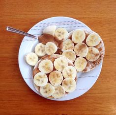 almond butter, banana and honey on rice cakes