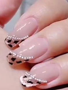 Chic Nails, Stylish Nails, Trendy Nails, Cat Eye Nails Polish, Gel Nails, Acrylic Nails, Nail Art Designs Videos, Nail Art Videos, Line Nail Designs