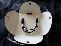 bracelet perles et macramé noir et blanc : Bracelet par ccifacile