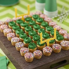 How much fun is this mini cupcake football field, complete with your team colors and crowd cupcakes made with nonpareils? Your guests are sure to be impressed when they see this spread at your big game day party or tailgate. Delicious two-bite mini cupcak Football Desserts, Football Cupcakes, Football Party Foods, Football Birthday Cake, Football Parties, Superbowl Party Food Ideas, Football Banquet, Football Treats, Football Field Cake