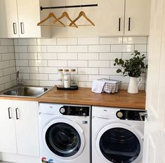 We're obsessed with this laundry design by – they have really thought of everything when it comes to practically and layout, while also ensuring that the space has style in mind. Laundry Decor, Laundry Room Organization, Laundry Room Design, Laundry In Bathroom, Laundry In Kitchen, Basement Kitchen, Washroom, Modern Laundry Rooms, Laundry Room Layouts