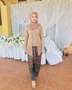 Kebaya Batik Modern Model Rok Kebaya, Model Kebaya Muslim, Kebaya Modern Hijab, Kebaya Hijab, Kebaya Brokat, Batik Kebaya, Kebaya Dress, Kebaya Simple, Simple Hijab