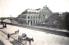 Hoy nos toca saltar en el tiempo hasta 1929, cuando la economía de medio mundo se tambaleaba por el temido 'Crack del 29′, en las proximidades de la Estación de Atocha se palpaba este ambiente tan sereno.