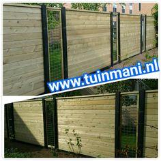 Een prachtige schutting - erfafscheiding - afscheiding, met als basis de beton palen met een gleuf (waar de tuinschermen mooi invallen, dus geen kieren) en onderplaten in de kleur antraciet, tuinschermen van geïmpregneerd hout en gaaselementen. Een mooie onderbreking van het hout. Geplaatst door en verkrijgbaar bij  #tuinmani @Tuinmani www.tuinmani.nl