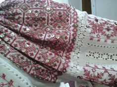 Folk Embroidery, Easy Crafts, Embellishments, Costumes, Blanket, Crochet, Folklore, Ornaments, Dress Up Clothes
