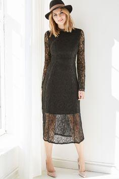 @aboutyoude Idol Eva Padberg in ihrem LITTLE BLACK DRESS Outfit mit Spitze und Hut.