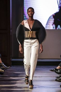 See all the Collection photos from Istituto Marangoni London Spring/Summer 2018 Ready-To-Wear now on British Vogue Suit Fashion, Fashion 2020, Women's Fashion Dresses, Womens Fashion, Istituto Marangoni London, London Spring, Glamour, Sculptural Fashion, Black Models