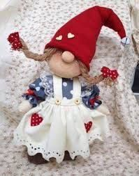 Little girl gnome figure Christmas Crafts To Make, Christmas Sewing, Christmas Gnome, Christmas Projects, Girl Gnome, Scandinavian Gnomes, Theme Noel, Sewing Toys, Crafty Craft