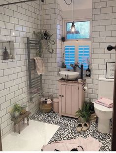If you have a small bathroom in your home, don't be confuse to change to make it look larger. Not only small bathroom, but also the largest bathrooms have their problems and design flaws. Bathroom Renos, Small Bathroom, Master Bathroom, Bathroom Remodeling, Small Shower Room, Cozy Bathroom, Bathroom Ideas, Bathroom Interior Design, Bathroom Styling