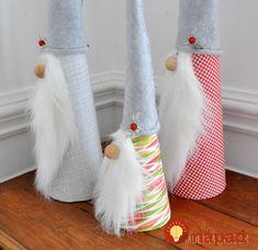 Skvelý tip pre všetky šikovné ruky. Títo škriatkovia sú na výrobu úplne jednoduchý a taký roztomilí, že vyčaria úsmev na tvárach všetkým vašim hosťom. Nikto vám neuverí, že ich nemáte z obchodu s vianočnými dekoráciami.