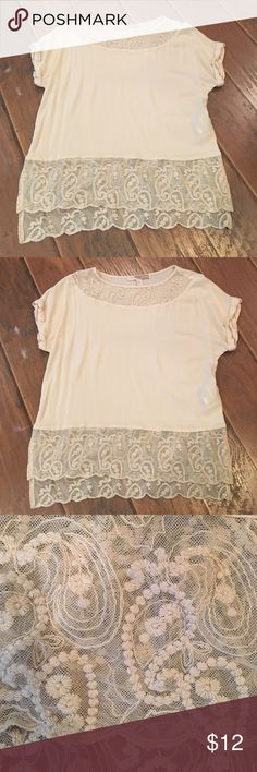 Forever 21 Cream Top Very cute top! Pair with colored jeans and you're all set! EUC Forever 21 Tops Blouses