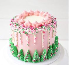 20 Festive Christmas Cakes - Find Your Cake Inspiration - - Love Christmas and the Holidays? Plan Christmas Cakes for your holiday party with inspiration from Find Your Cake Inspiration. Christmas Tree Cake, Christmas Cake Decorations, Christmas Sweets, Holiday Cakes, Pink Christmas, Christmas Goodies, Holiday Baking, Christmas Desserts, Christmas Baking
