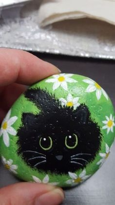 Painted Rock Ideas - Do you need rock painting ideas for spreading rocks around your neighborhood or the Kindness Rocks Project?Painted rocks have become one of the most addictive crafts for kids and adults! Want to start painting rocks? Lets Check o Rock Painting Patterns, Rock Painting Ideas Easy, Rock Painting Designs, Paint Designs, Art Patterns, Painted Rock Animals, Painted Rocks Craft, Hand Painted Rocks, Painted Stepping Stones
