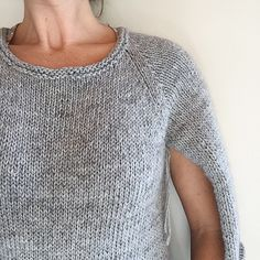 How to knit a simple neckline — The Craft Sessions I took part in the that is going on at the moment. On My Making List 2015 was a warm sweater for me and I decided that this would be a quick way of getting it done. I held two yarns together – a . Sweater Knitting Patterns, Knitting Stitches, Knit Patterns, Knitting Sweaters, Knitting Help, Hand Knitting, Simple Knitting, Loom Knitting, How To Purl Knit