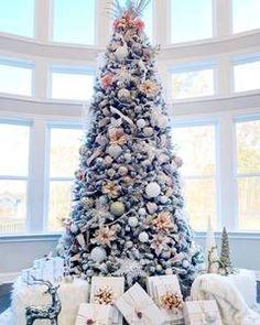 Full Christmas Tree, Flocked Artificial Christmas Trees, Elegant Christmas Trees, Flocked Trees, Traditional Christmas Tree, Christmas Tree Design, Christmas Tree Themes, Flocked Christmas Trees Decorated, Luxury Christmas Decor