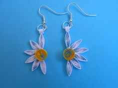 Paper quilling daisy earrings by MyPaperCurls on Etsy Paper Quilling Jewelry, Quilling Earrings, Paper Jewelry, Paper Beads, Bead Earrings, Quilling Patterns, Quilling Designs, Quilling Tutorial, Origami
