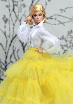 Barbie Gowns, Barbie Dress, Barbie Clothes, Fashion Royalty Dolls, Fashion Dolls, Barbie Swan Lake, Glam Doll, African Fashion Designers, Barbie Friends