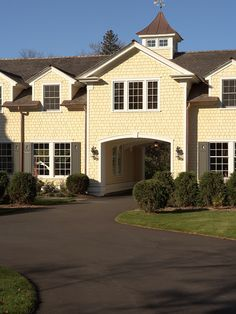 Traditional Exterior Driveway Design, Pictures, Remodel, Decor and Ideas - page 19