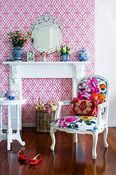 Punchy bedroom with Anna Spiro Rosey Posey Trellis Wallpaper in Pink Ginger framing faux fireplace with traditional white mantel topped with blue and white vases and a round Venetian mirror. Decorating Your Home, Interior Decorating, Decorating Ideas, Foyer Decorating, Decor Ideas, Home Interior, Interior Design, Purple Interior, Diy Home Decor Rustic