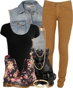 Floral doc martens and simple outfit Dope Outfits, Outfits For Teens, Pretty Outfits, Stylish Outfits, Fall Outfits, Summer Outfits, Dope Fashion, Fashion Killa, Urban Fashion