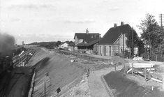 Vordingborg gamle station og posthus beliggende nord for den nye station.Den nye banegrav er lige blevet etableret. Fra en fin billedserie: Storstrømsbroen indvies 26 september 1937.