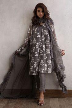 Pretty grey ready to wear organza dress by Nida Azwer organza collection 2018 - Online Shopping in Pakistan Pakistani Fashion Casual, Pakistani Dresses Casual, Indian Fashion Trends, Pakistani Dress Design, Fashion Brands, Fashion Women, Dress Indian Style, Indian Dresses, Indian Wear
