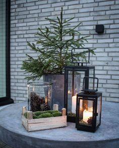 The Christmas is coming Cozy atmosphere outside in our garden area ✨ Have a lovely Sunday evening everybody #juletræ #julepynt #kogler #lanterne #lanterner #mos #lightpoint #arkitekttegnet #hus #mithus #uderum #christmastree #christmastime #christmasarea #christmasiscoming