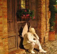 Thinking about magic in Certaldo, Tuscany. #tuscany #certaldo #mercantia #magicintuscany www.hotelcertaldo.it