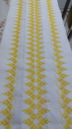 German Knotted Blanket Stitch (Step By Step & Video) Swedish Embroidery, Hardanger Embroidery, Silk Ribbon Embroidery, Embroidery Stitches, Embroidery Patterns, Hand Embroidery, Cross Stitch Patterns, Crochet Patterns, Broderie Bargello
