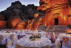 Make the difference @Mövenpick Petra - Jordanie Petra, Banquet, Meeting Planner, The Beautiful Country, Outdoor Parties, Mount Rushmore, Tourism, Jordans, Table Decorations