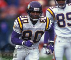 Carter's career started slowly as he showed occasional flashes of brilliance during his three seasons with the Eagles but consistent success did not begin until after he joined the Minnesota Vikings in 1990.