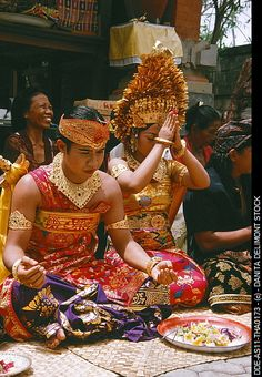 Balinese wedding ceremony   ✯ Bali Floating Leaf Eco-Retreat ✯ http://balifloatingleaf.com/  ✯
